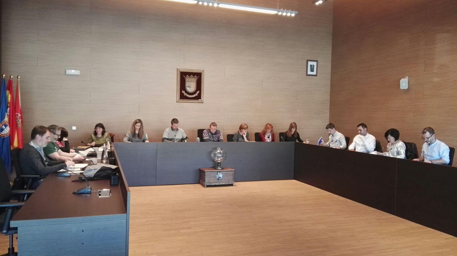 El equipo de gobierno de berriozar estudia una denuncia for Piscinas berrioplano