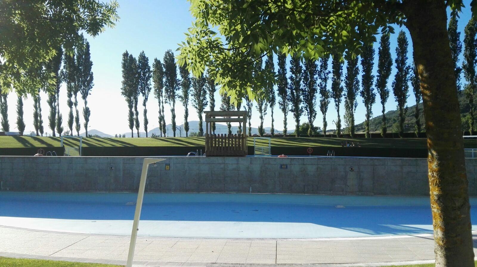Las piscinas de verano de berriozar abren este fin de for Piscina julio navarro